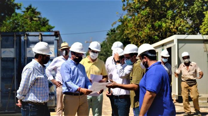 El alcalde de Rincón de la Victoria visita las obras del Auditorio Municipal al aire libre de Huerta Julián