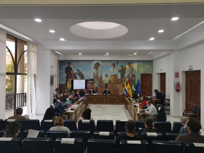 El alcalde de Rincón de la Victoria se reunirá con asociaciones y vecinos de La Cala del Moral para dialogar y consensuar el mejor modelo de arbolado en la Avenida de Málaga