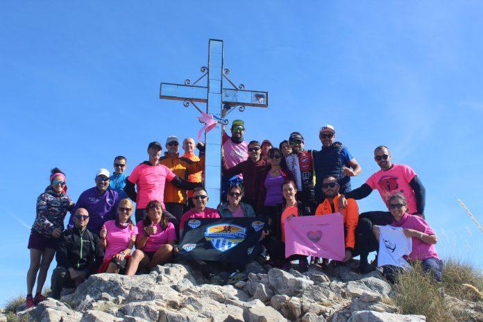 Club Running Playas de Torre del Mar pone la 'bandera rosa' en el Pico del Cielo