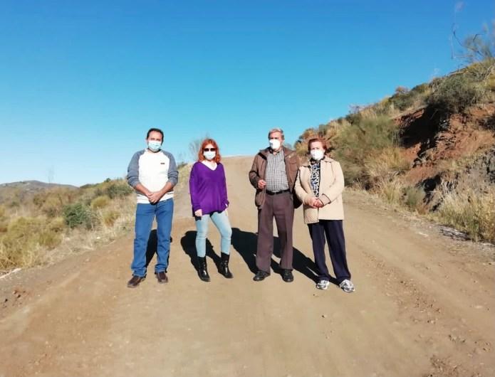 El Ayuntamiento de Vélez-Málaga repara el camino 'Las Maderas' de El Trapiche