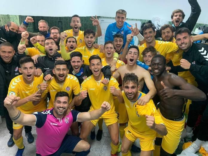 El Vélez C.F. cierra el año con victoria ante el Melilla (2-3)