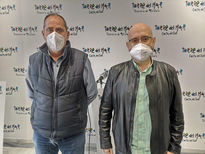El primer teniente de alcalde de Vélez-Málaga, Jesús Pérez Atencia, y el concejal de Medio Ambiente, Antonio Ariza, han valorado el trabajo que se viene realizando en los últimos meses en materia de limpieza en todo el municipio.