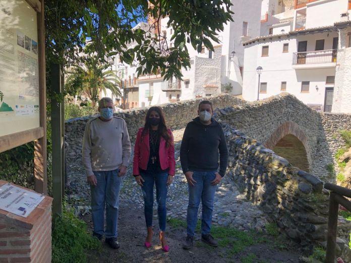 Salares estrena iluminación del Puente Romano