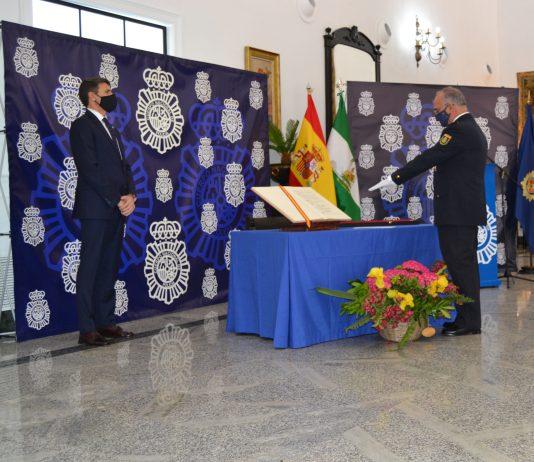 """ El delegado del Gobierno en Andalucía, Pedro Fernández, ha ensalzado """"la gran labor de los hombres y mujeres de la Policía Nacional en la protección de la vida de las personas y en la garantía del libre ejercicio de los derechos constitucionales"""""""