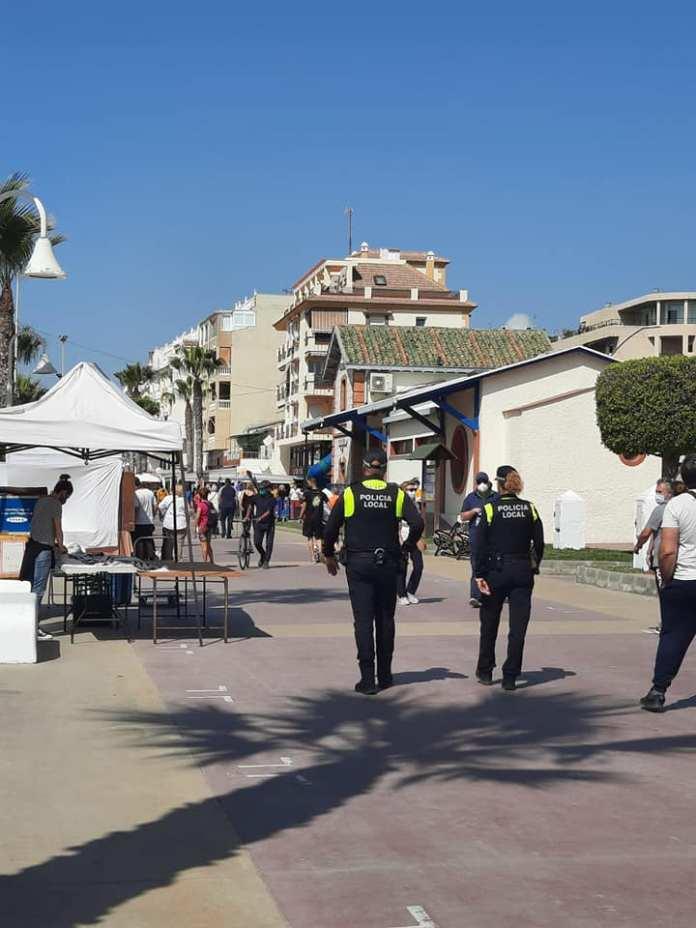 Controles policiales y sanciones en Rincón de la Victoria (Málaga) por la Covid19.