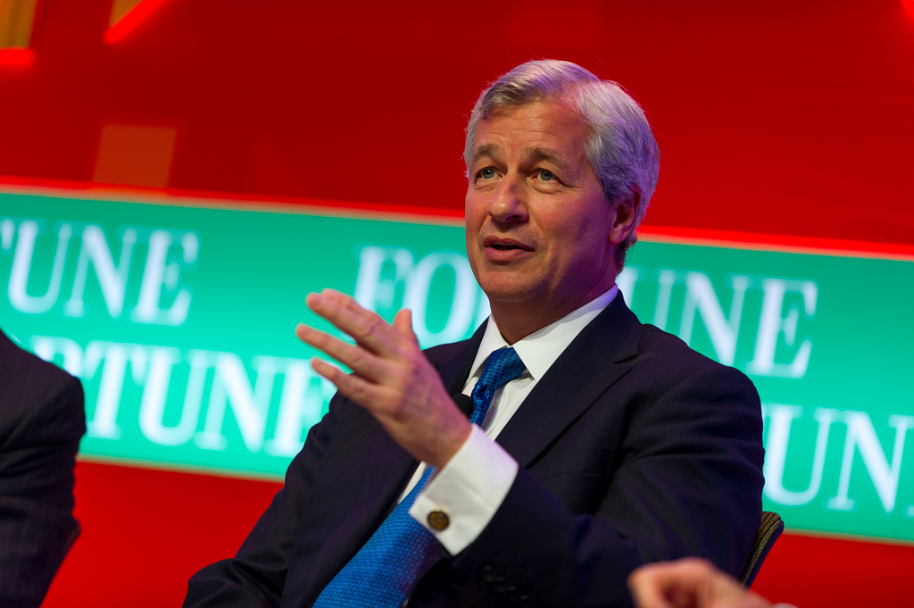 Tras las declaraciones de su CEO contra Bitcoin,  banco JP Morgan compró acciones en exchange