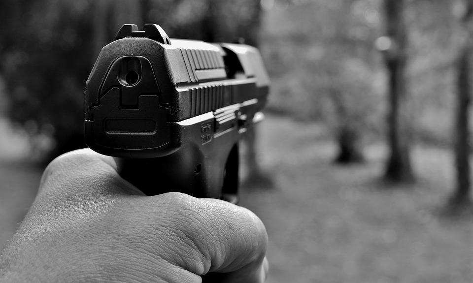 Hombre ordena secuestrar a su amigo con un arma y le roba USD $1,8 millones en criptomonedas