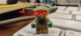 Lego Baby Yoda con Ojos Laser por Gubatron de DiarioBitcoin.com