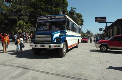 Habilitan tercer tramo de concreto en vía San Salvador- Santa Tecla