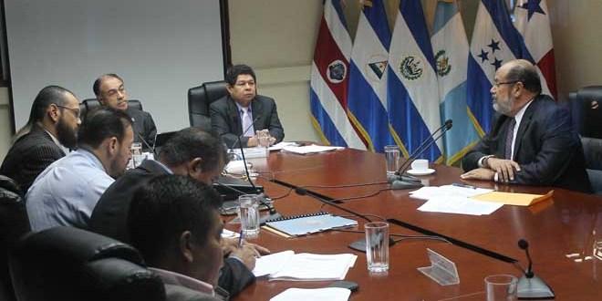 Salaverría pide a ARENA que expulse a Francisco Flores