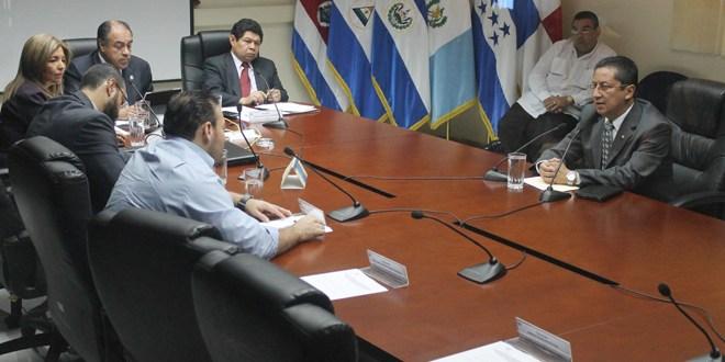 Ex director Ricardo Menesses afirma que no recibió dinero para la PNC