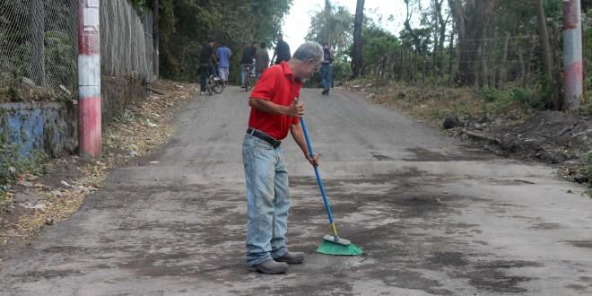 Comienza la fase de limpieza de ceniza volcánica