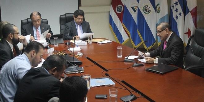 Ex presidente Francisco Flores actúo fuera de la ley, dice Presidente de la Corte de Cuentas de la República