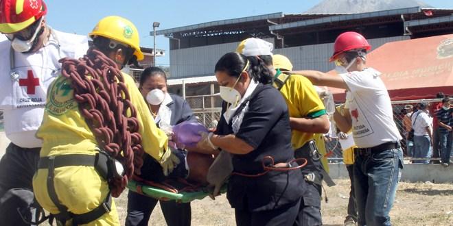 Evacúan a más de 300 familias ante riesgo  de segunda erupción