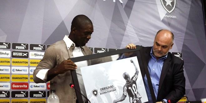 Seedorf pone fin a su carrera como futbolista para entrenar al Milan