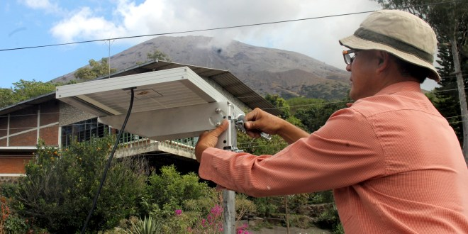 MARN coloca un aparato para monitoreo de Volcán Chaparrastique