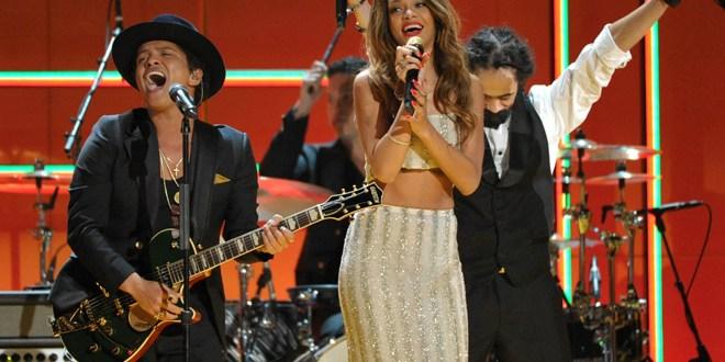 Rihanna y Bruno Mars,  los músicos más pirateados de 2013