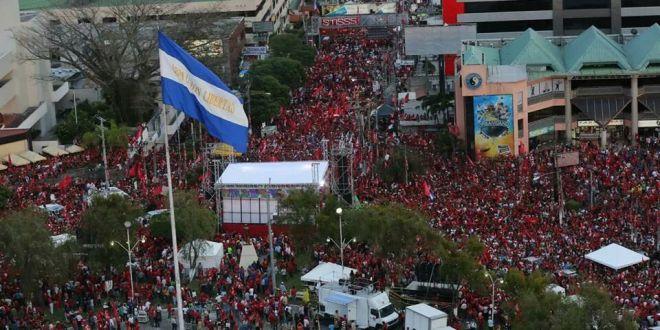 Miles de personas apoyan a candidatos del FMLNen cierre de campaña