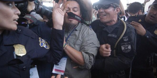 Labor de periodistas es obstaculizada por correligionarios y la UMO