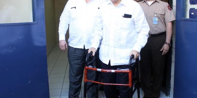 Presidente Funes suspende entrevista  televisiva por recaída de salud