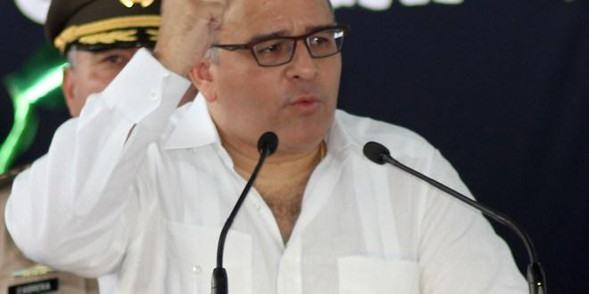 """""""El primero en insistir se investigara a Flores y lo exhibiera corrupto fue Mario Acosta"""": Presidente Funes"""