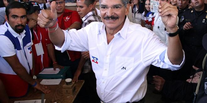 Norman Quijano vota en medio de fuerte dispositivo policial