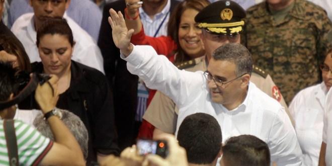 """""""Solo el acuerdo de todas las fuerzas políticas y sociales sacará adelante al país"""": Presidente Funes"""