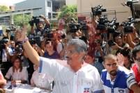 Norman Quijano emitió su voto en el colegio Sagrado Corazón, en la Colonia Escalón de San Salvador. Foto Diario Co Latino / Juan Carlos Villafranco