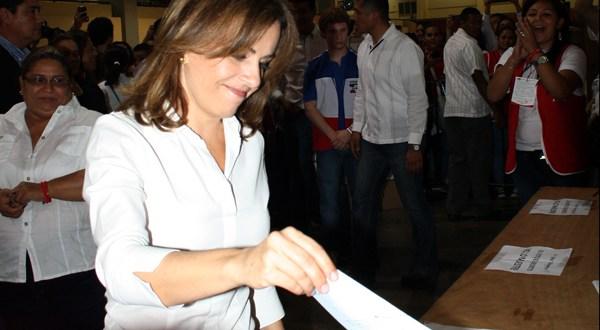 """Primera Dama pide a candidatos """"humildad"""" para aceptar la derrota"""