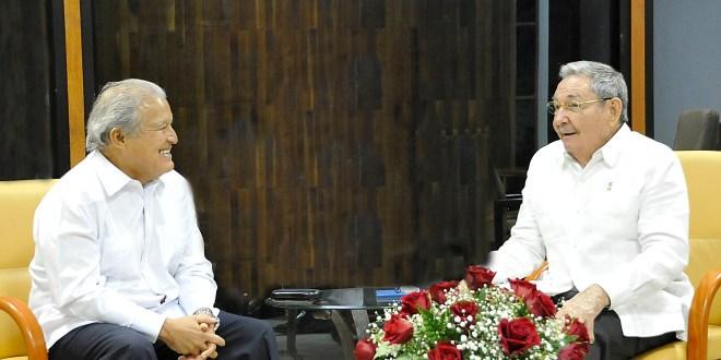 Sánchez Cerén se reúne con Raúl Castro