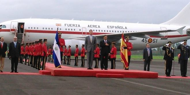 Príncipe de Asturias llega al país para participar en toma de posesión presidencial