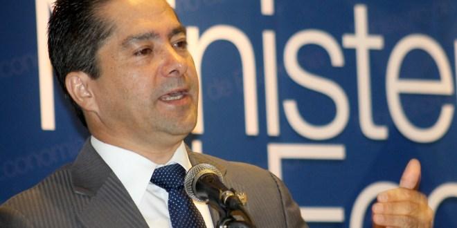 """""""Dejamos un ministerio con estrategias y planes concretos en beneficio de la economía y de la población"""": Armando Flores"""
