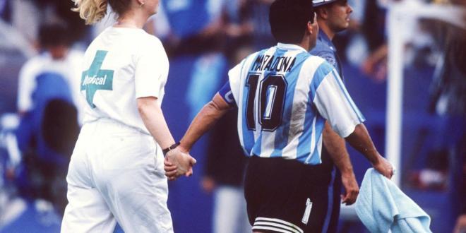 """""""La muerte futbolística"""" de Maradona, dos décadas después"""