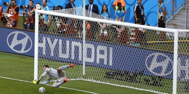 Brasil avanza con triunfo en penales sobre un Chile gigante