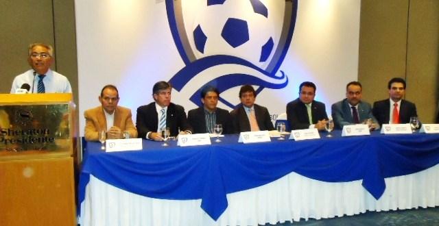 Diferentes sectores se hicieron presentes en el Foro Proyecto Azul  en el cual los grandes ausentes fueron los miembros de la FESFUT