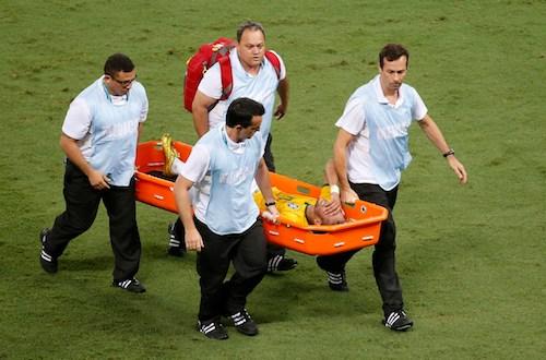 Neymar queda fuera del Mundial al fracturarse una vértebra