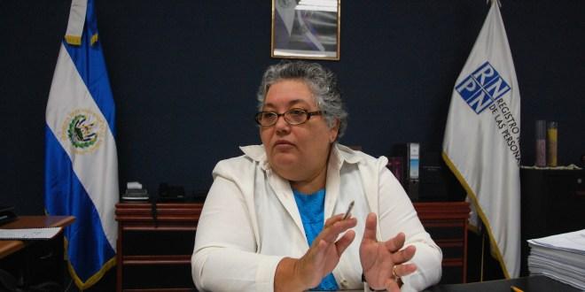 Presidenta del RNPN insta a jóvenes  a inscribirse para tramitar el DUI