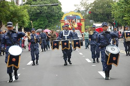Militares desfilan en Fiestas Agostinas