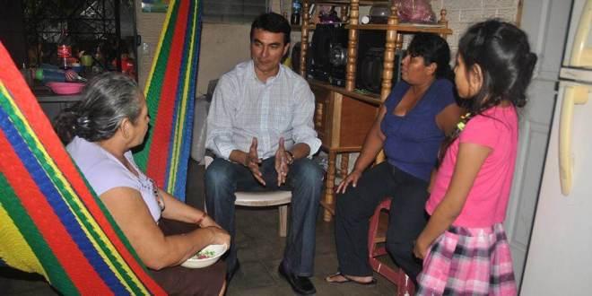 Miguel Pereira recibe a poyo de pobladores de la colonia Urbesa