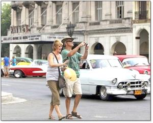 Senadores de Estados Unidos promueven eliminación de las prohibiciones de viajes a Cuba