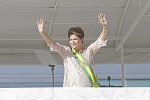 Dilma Rousseff promete lucha anticorrupción y ajuste sin afectar pobres en Brasil