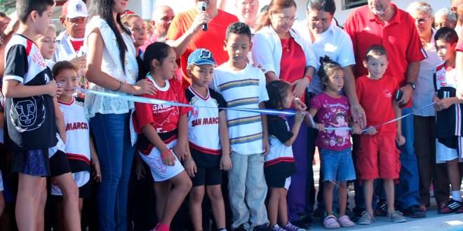 Comuna inaugura proyecto de remodelación en estadio municipal
