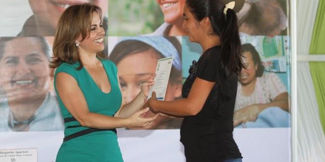 """""""Ciudad Mujer"""" gradúa a más de mil mujeres en cursos técnicos"""