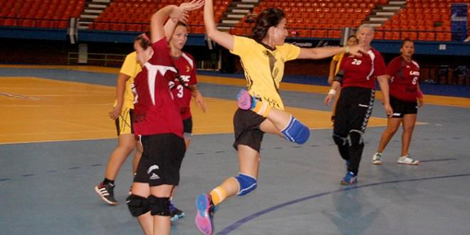 El Salvador manda en la Copa ESA 2015
