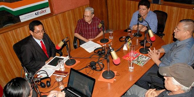 Precandidatos debaten soluciones  para sacar avante ala UES