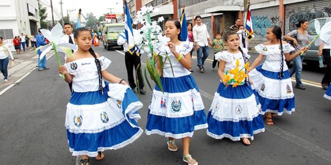 Centros escolares  cierran fiestas de independencia patria