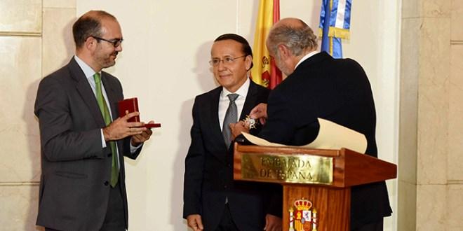 España reconoce trayectoria de Ministro Gerson Martínez
