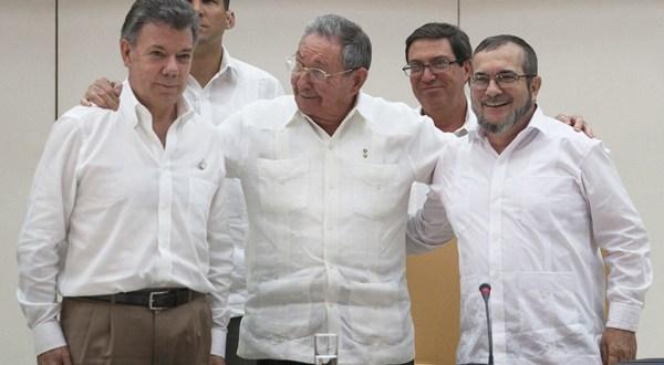Santos y FARC prometen firmar la paz en seis meses tras sellar pacto sobre justicia
