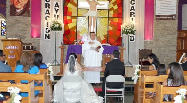 El papa simplifica y hace gratuito el procedimiento de anulación del matrimonio católico
