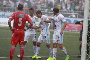 Jugadores de Alianza festejan el primer gol ante Juventud Independiente. Foto Diario Co Latino/ Josué Parada.